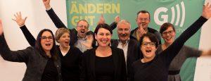 Jubelndes Führungsteam der Grünen Wirtschaft