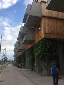 Diese Balkone sind vielleicht nicht jedermanns und jederfrau Sache.